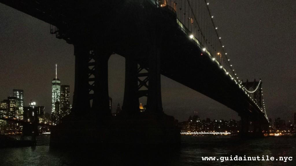 Manhattan Bridge, fotografia notturna