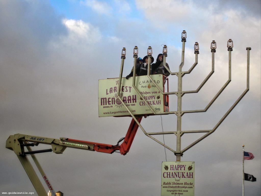Brooklyn, Hanukkah, Grand Plaza, Menorah