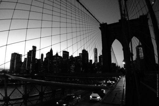 Ponte di Brooklyn e Downtown Manhattan al tramonto
