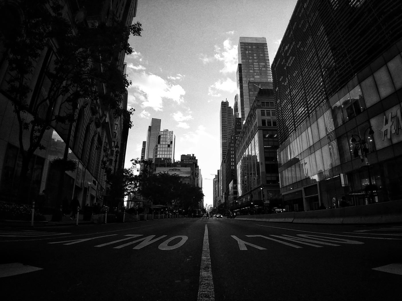 Guida di New York, Manhattan, 6th Avenue all'angolo con Herald Square